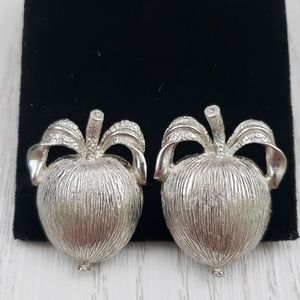 Sarah Coventry Adams Delight Clip On Earrings